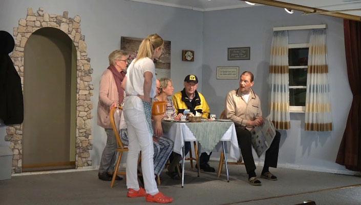 """""""Wi bruukt dat Geld för den niegen Saunaclub achter de Scharpen Muus!"""""""