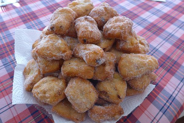 Classiche Pizze Fritte, dolce tradizionale della notte di Natale, una versione prettamente bariscianese.