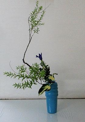 2020.7.8 <雪柳(ユキヤナギ) 桔梗(キキョウ) 擬宝珠(ギボウシ)> Atsukoさんの作品です。