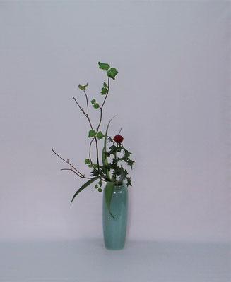 2019.4.23 <虫狩 薊(アザミ) 著莪(シャガ)> Kumikoさんの作品です。