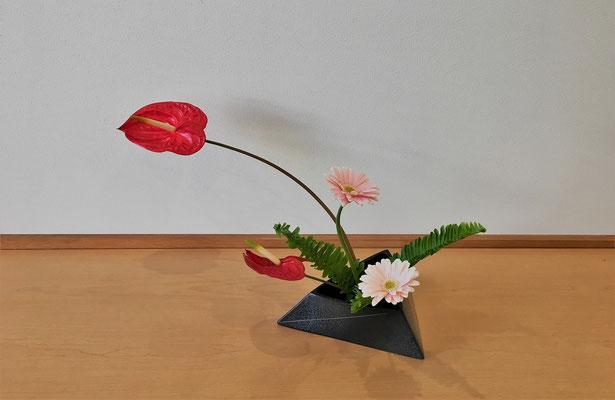 <アンスリウム ガーベラ 玉シダ> Natsumiさんの作品です。一作目。