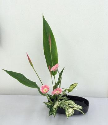Yukioさんの作品です。花材/ヘリコニア⓷ ガーベラ⓷ ゴッドセフィアナ⓷