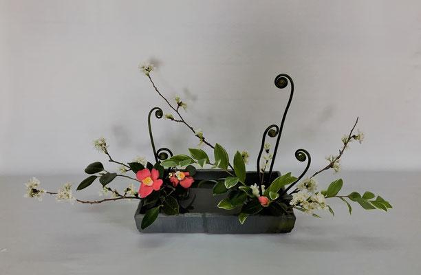 <桜 椿 ゼンマイ 鳴子百合> Kumikoさんの作品です。