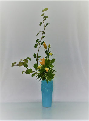 <土佐水木 透かし百合 鳴子百合> Tamikoさんの作品です。