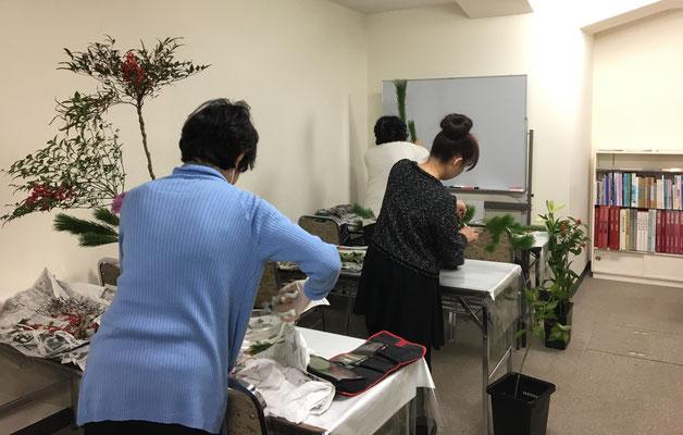 2018.12.29 お正月を迎える準備に忙しい主婦ですが、こうしてお正月花をいけると自然と心も新たな春を迎える気持ちになります。