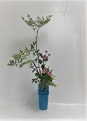 <南天 菊(スプレー菊) ドラセナ・サンデリアーナ> Atsukoさんの作品です。