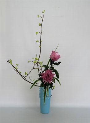 2020.2.18 <土佐水木 アナスタシア キキョウラン> Tamikoさんの作品です。お花屋さんから届いた1本のアナスタシアの元気がありません。花の状態が悪くだましだましいけてもらいました。