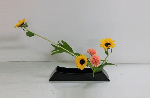 <向日葵(ひまわり) カーネーション ポリポジウム> Rikuくんの作品です。