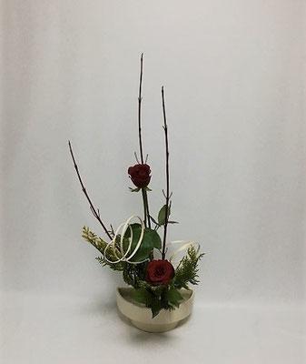 12.20<珊瑚水木 薔薇 ヒバ 柳巻蔓(ヤナギマキヅル)> Yoshiさんの作品です。