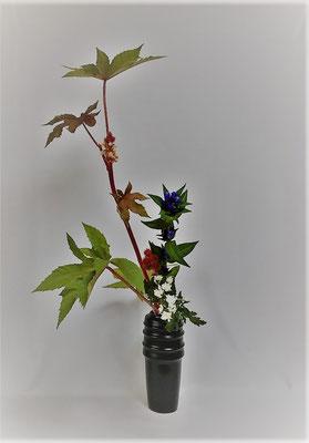 <唐胡麻 竜胆 小菊> Atsukoさんの作品です。