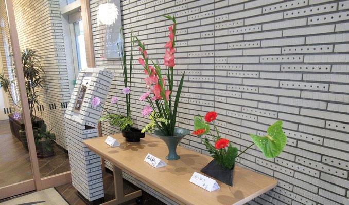 完成した作品は、各自のお部屋に飾ったりエントランスホールに展示されたりしました。