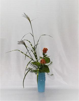 <矢羽根薄 鶏頭 擬宝珠> Tamikoさんの作品です。