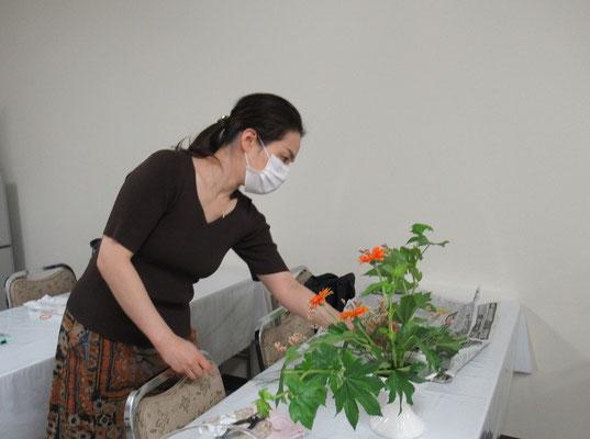 2020.6.10 木苺の葉の整理を意識していけました。