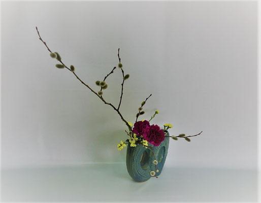 <猫柳 カーネーション スターチス> Kumikoさんの作品です。