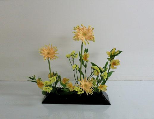 2020.4.15 <ガーベラ アルストロメリア スターチス> Aiさんの作品です。花びらがとてもオシャレなガーベラです。