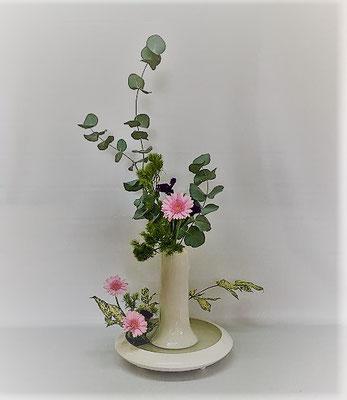 10/24 <ユーカリ ガーベラ ゴッドセフィアナ 手まり草 スターチス > Kumikoさんの作品です。
