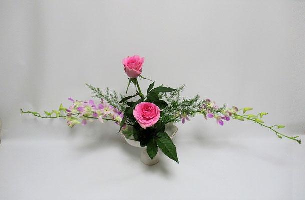 2020.7.3 <デンファレ 薔薇(バラ) アスパラガス・スプレンゲリ> Kayoさんの作品です。