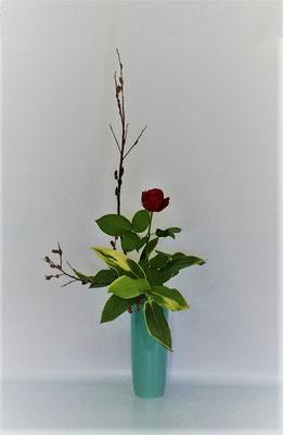 <黒芽柳 バラ ドラセナ>  by Kumikoさん  写真では直線的に写りましたが、黒芽柳の懐の作り方が格好良かったです。