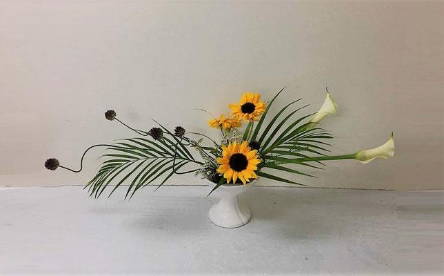 <丹頂アリウム カラー アレカ椰子 向日葵 チース> Kumikoさんの作品です。