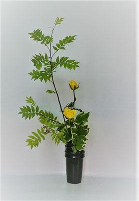 <ナナカマド バラ 鳴子百合>  Kumikoさんの作品です。