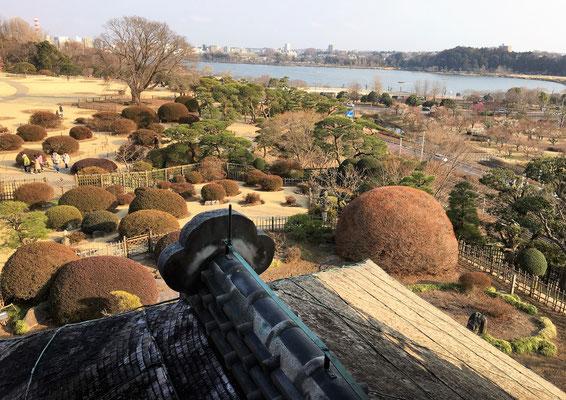 好文亭から望む千波湖の景色。