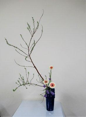 2020.1.22 <雪柳 ガーベラ スターチス> Atsukoさんの作品です。