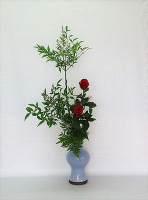 2021.6.8 <南天(ナンテン) 薔薇(バラ) レザーファン> Kumikoさんの作品です。