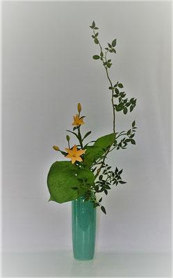 <素馨 マイクロ透かし百合 擬宝珠> Kumikoさんの作品です。