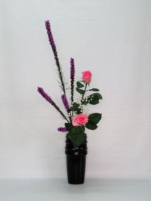 2021.4.20 <リアトリス 薔薇(バラ)かすみ草> Kumikoさんの作品です。