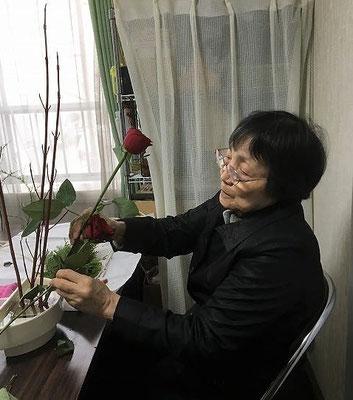 12.20 「バラの長さや顔の向きをどうしょうかな?」