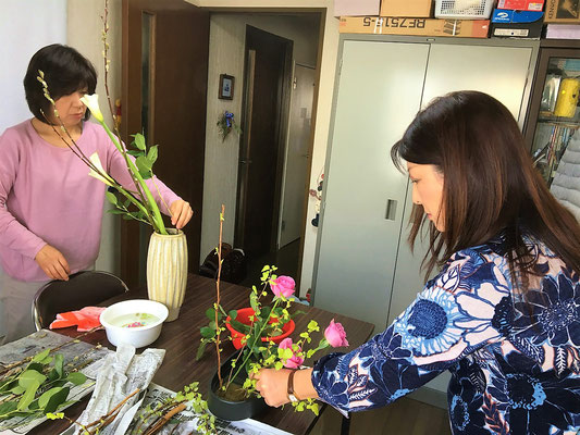 久しぶりに訪ねてくれたYumikoさんは、カラーを瓶花に。