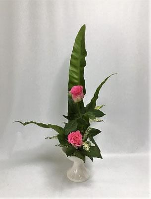 <谷渡り バラ ゴッドセフィアナ> 「たてるかたち」2回目のお稽古。Chiakiさんの作品です。