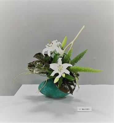 Kumikoさんの作品です。シベリアという白いオリエンタルリリーが優雅で上品に感じます。