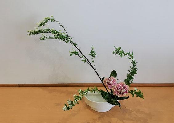 <コデマリ カーネーション ゴッドセフィアナ> 初めての「かたむけるかたち」 Natsumiさんの作品です。
