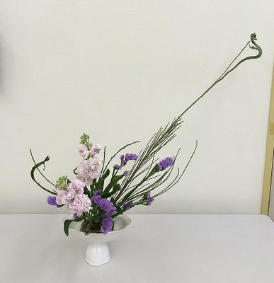 Sakuraさんの作品です。花材/石化エニシダ⓷ ストック② スターチス