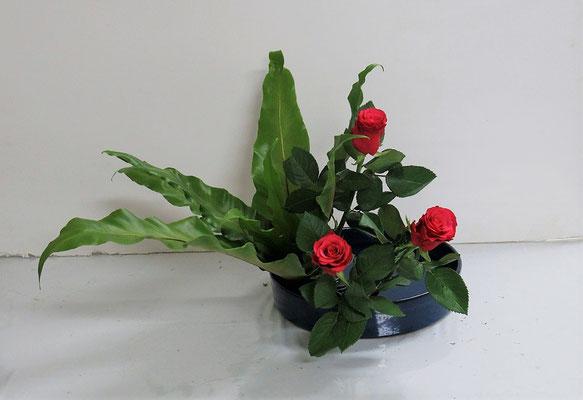 2020.10.28 <谷渡り(タニワタリ) バラ> 初めて色彩盛花・色彩本位のお稽古をしました。Rikuくんの作品です。