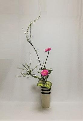 12.20<雪柳 ガーベラ ゴッドセフィアナ> Atsukoさんの作品です。