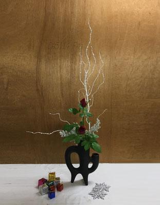 2018.12.19 <白塗り枝 薔薇 コチア> Chiakiさんの作品です。