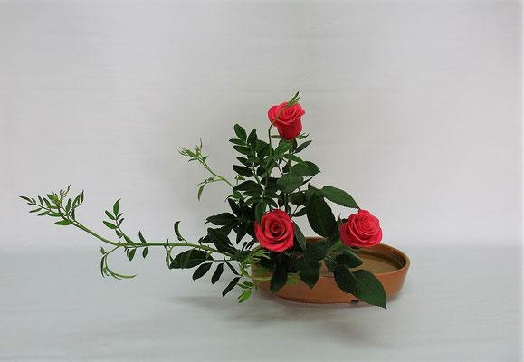 2020.9.15 <素馨(ソケイ) 薔薇(バラ)> Chiakiさんの作品です。研究会の課題をお稽古しました。