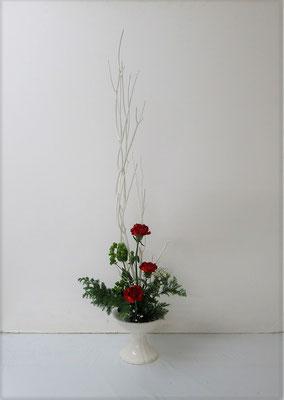 2020.12.16 <晒し三椏(サラシミツマタ) カーネーション ヒペリカム かすみ草 檜葉(ヒバ)> Ruriさんの作品です。