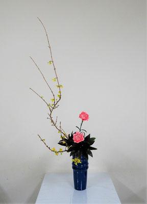 2020.3.11 <連翹(レンギョウ) カーネーション ドラセナ・パープルコンバクタ> Atsukoさんの作品です。