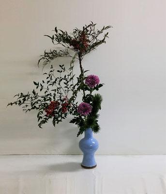 20158.12.29 <実南天 小松 ピンポン菊> Kumikoさんの作品です。