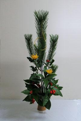 2020.12.30 <若松 菊 千両>  Quanさんの作品です。お正月の祝い花をいけました。