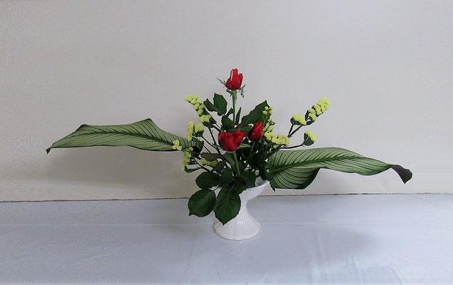 2020.1.29 <カラティア(ホワイトスター) バラ スターチス> Ittuちゃんの作品です。ひらくかたちはIttuちゃんの得意な花型です。とても上手にいけられました。