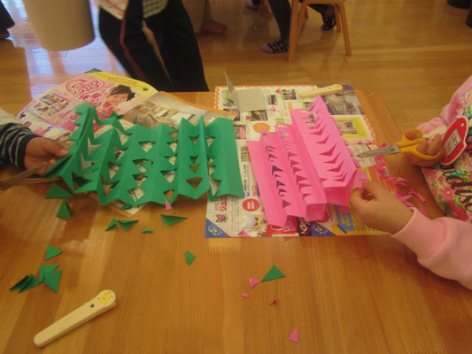 2014.10.23 この日は、札幌市二十四軒保育園のお友だちも一緒にいけばなを体験しました。