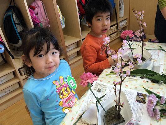 枝ぶりや花の顔の表情を見つめ、役枝の位置を確認していけます。