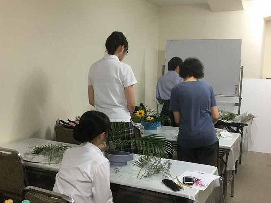 この日は『第3回北海道地区学生いけばな競技会』のためのお稽古もしました。