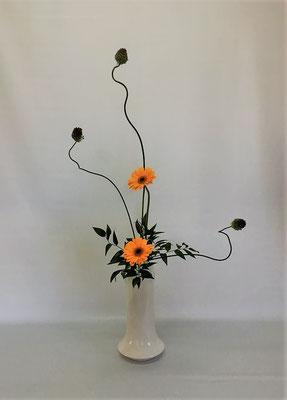 <丹頂アリウム ガーベラ 笹葉ルスカス> Chiakiさんの作品です。