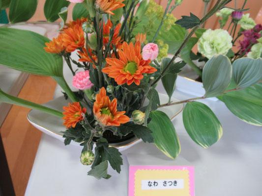 ひらくかたち風にいけてみました。今回は花材が結構ありましたので、ボリューム感もあり綺麗に仕上がりました。