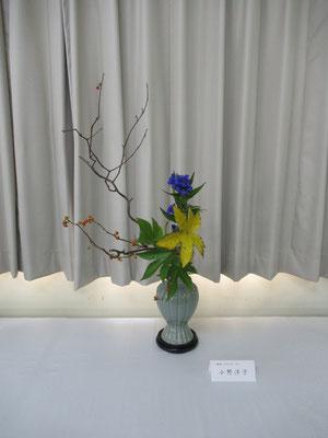 最後は私の作品です。韓国趙京のアンティークな青磁花瓶(蓮葉口)はいただいたもので、今回初めていけてみました。案外、いけやすかったです。